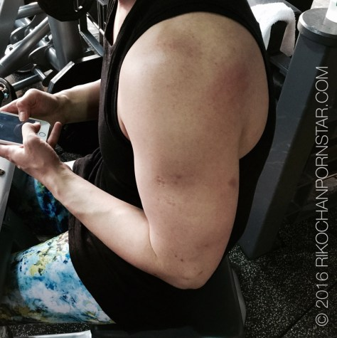 Look at the delts on muscle girl Rikochan