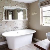 15 Gorgeous Bathroom Wallpaper Design Ideas - Rilane