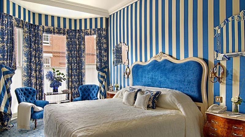 15 Classy Bedrooms with Striped Walls
