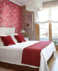 20 Charming Bedroom Designs With Floral Wallpaper - Rilane