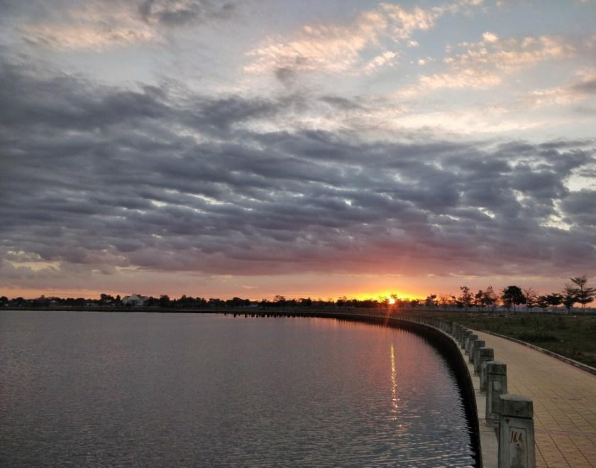 Rising sun on the lake