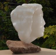 sculpture d'un visage en albâtre de saragosse