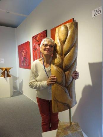 Dominique Rivaux avec sa sculpture Quand le Blé - via Pascale Lize du Serre Telmon
