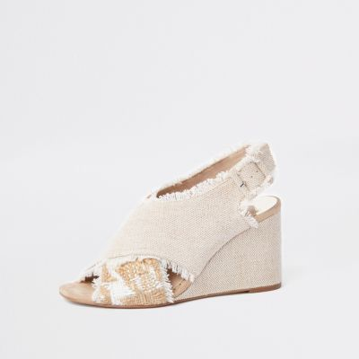 Braune Keilabsatz Schuhe Cream Cross Over Wedges
