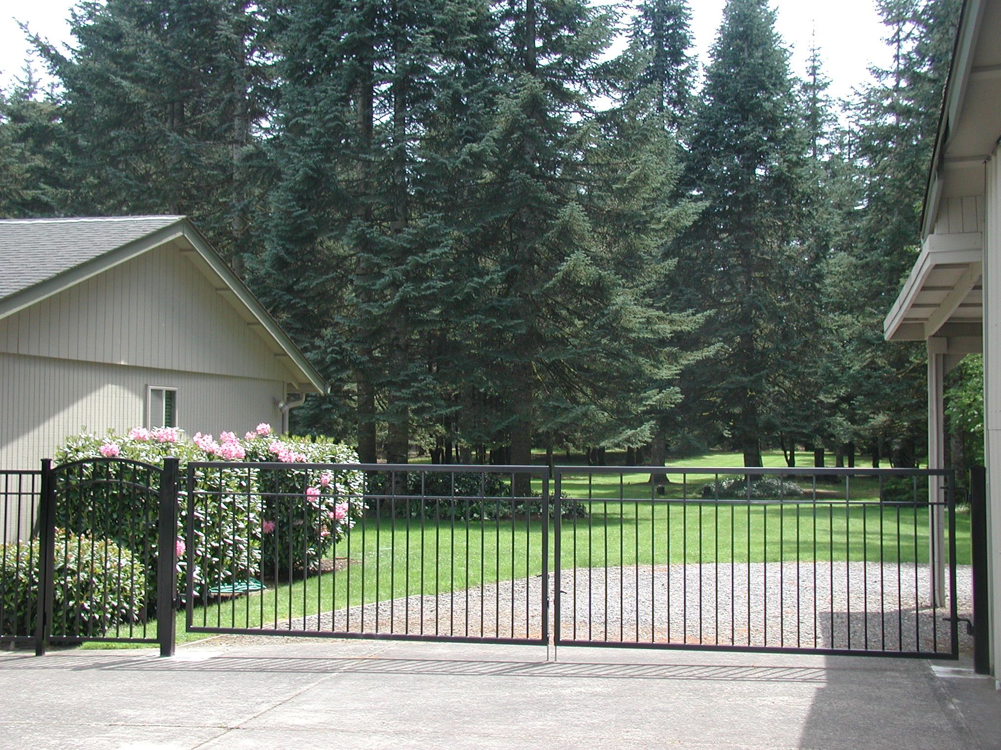 Fence Toppers Driveway Gates - Fence And Gate Styles | Riverside Fence