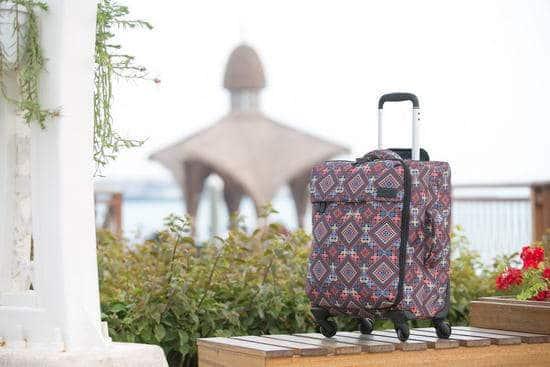 ليبولت تطرح تشكيلة حقائب مستوحاة من جماليات الحضارة العربية يذهب ريعها لدعم وتمكين الأطفال اللاجئين وبناء مكتبات لهم