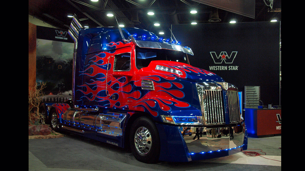 Transformers Fall Of Cybertron 4k Wallpaper Optimus Prime In Detail Mid America Truck Show Photos