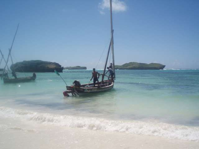 http://i0.wp.com/roadsofstone.files.wordpress.com/2007/10/dhow-indian-ocean-beach-kenya.jpg?w=1000