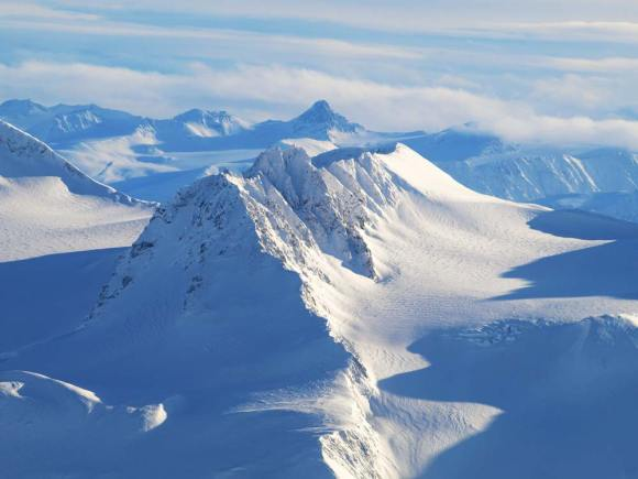 yukon-winter-mountain-peaks