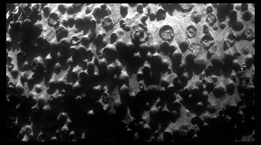 Opportunity zooms in on Fin outcrop (3/4)