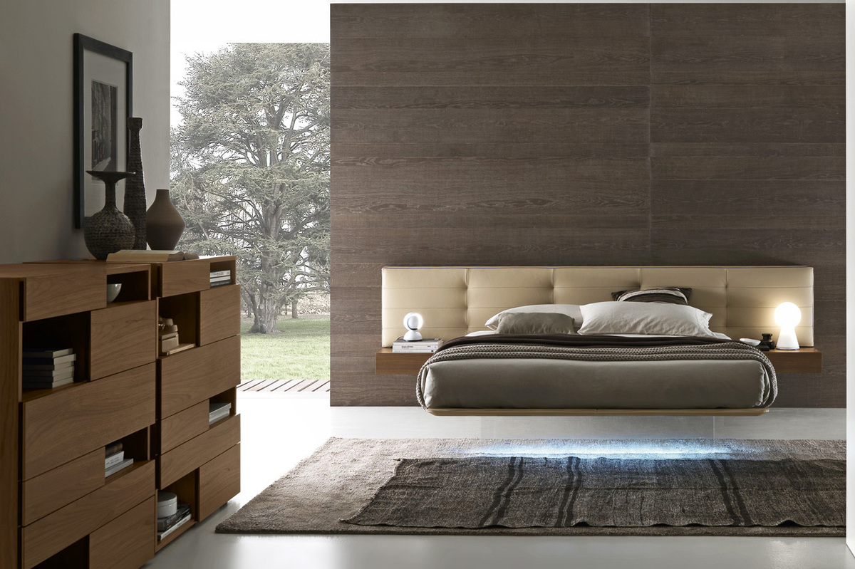 Italian Furniture Bedroom Presotto Wing Suspended Bed