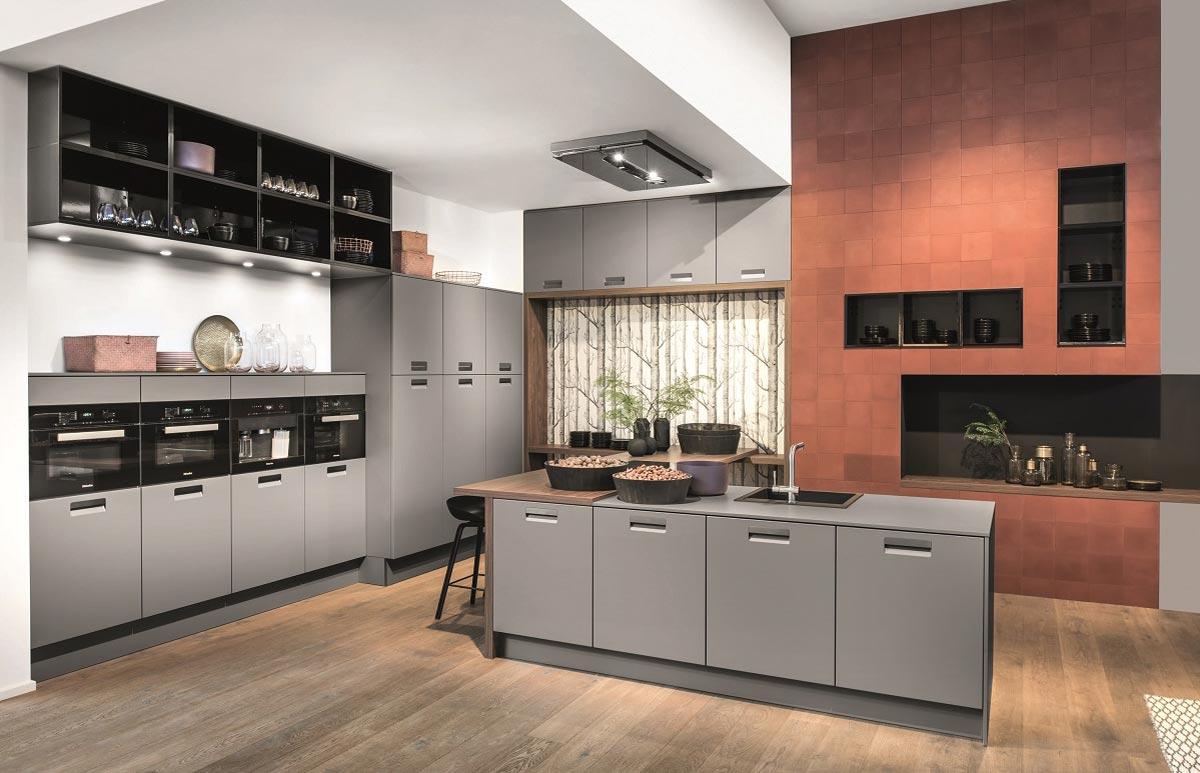 Plint bevestiging keuken u keukenventilator en afzuigkap