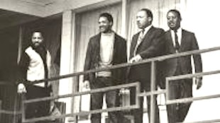 MLK at Lorraine Motel Memphis with  Jesse Jackson & Ralph Abernathy (foto Before It's News)