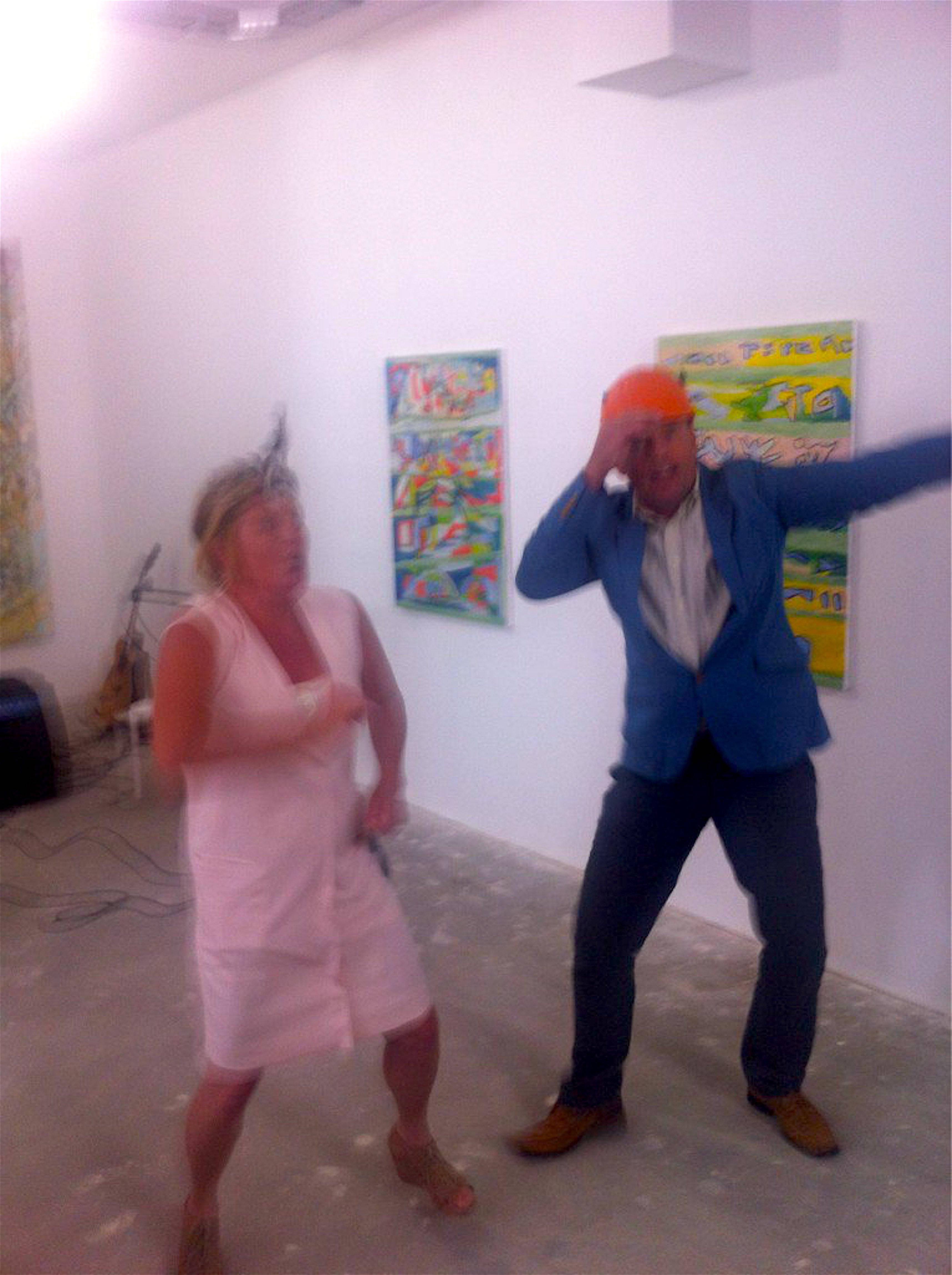 Koos Dalstra en zijn vrouw Marion van Wijk maken er weer een dolle boel van (foto Twitter)