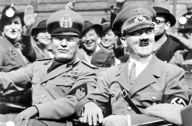 Mussolini en Hitler (foto entoen.nu)