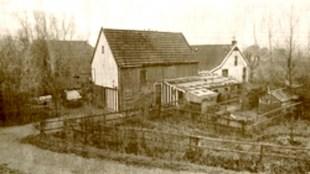 De schuur met daarachter het huis van oud brandweerman Jan (foto users.bart.nl )