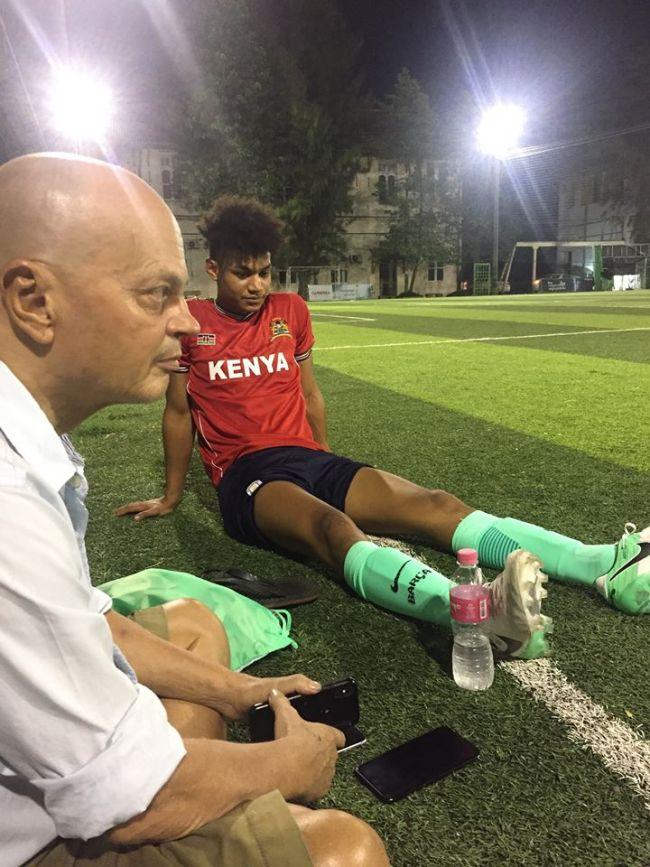 Peter Klashorst met zijn voetballende zoon (foto Facebook)