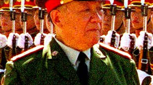 Minister of National Defense General Chi Haotian on July 12, 2000 (foto Wikipedia)