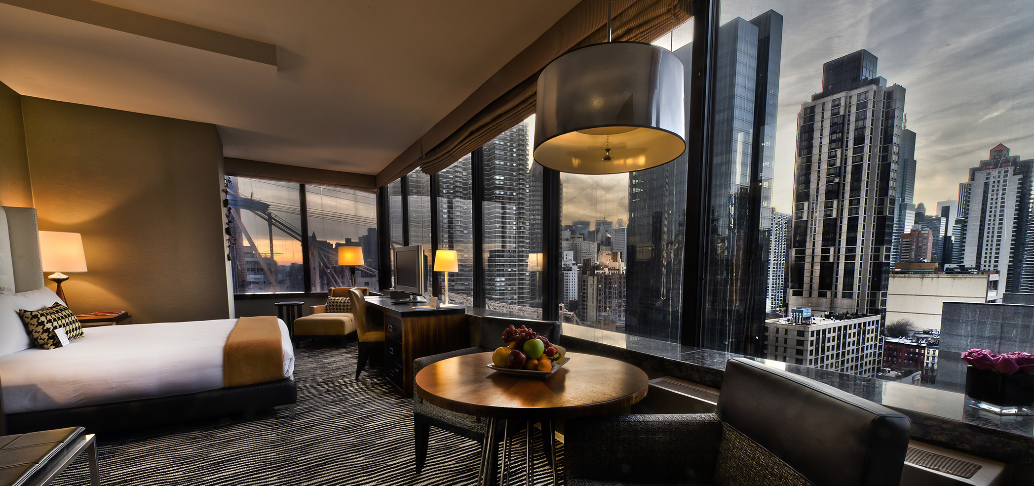 Skyline Plaza Restaurant New York Hotels That Offer The Best View Of The City