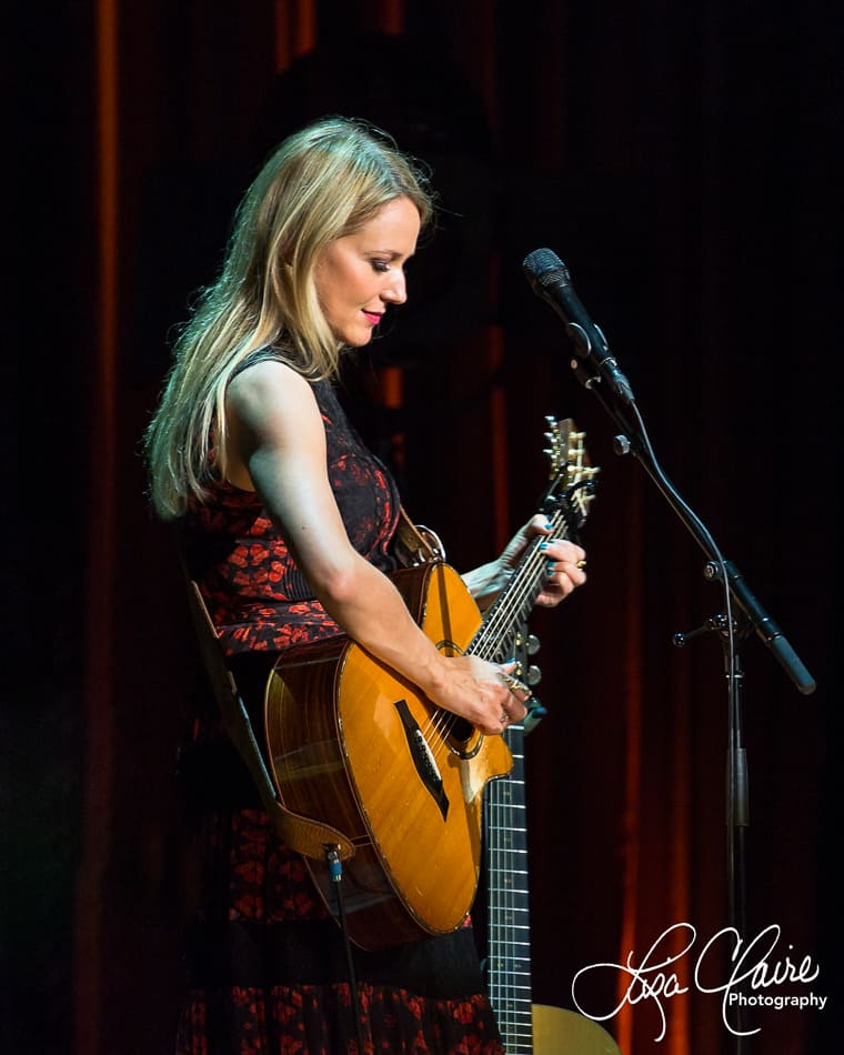 Jewel's Picking Up the Pieces tour spotlights her songs ...