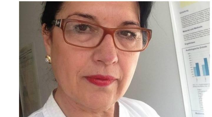 """Vezi cum a reuşit o româncă să conducă o policlinică de top din Germania: """"M-am prezentat la clinică singură, cu trei flori în mână, fără pile şi relaţii"""""""