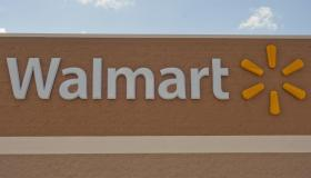 Wal-Mart Reclaims Top Spot From Exxon Mobil on Fortune 500 List