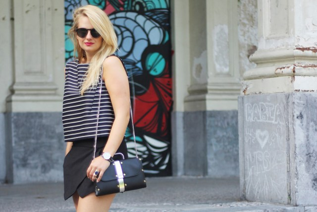 Monochrome_outfit_Crop_top_Antwerp_blogger_barely_there_sandals_Bullet_bag_cluse_watch6_cropped
