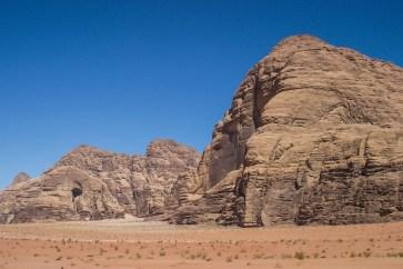 Die Felsen im Wadi Rum würde man als Kletterer gern besteigen.
