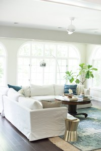 White Sofa In Living Room - [peenmedia.com]