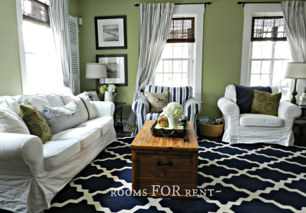 New paint in the living room rooms for rent blog for Living room ideas navy
