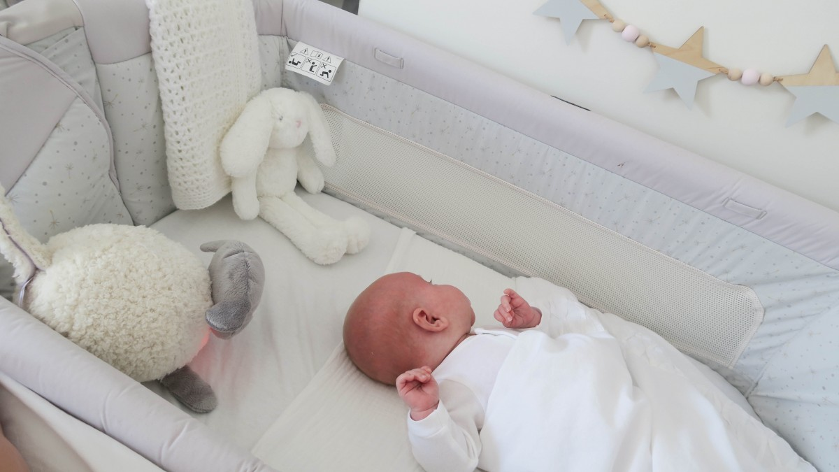 What Can Baby Sleep In Next To Bed Chicco Next2me Dream Crib Review Roseyhome