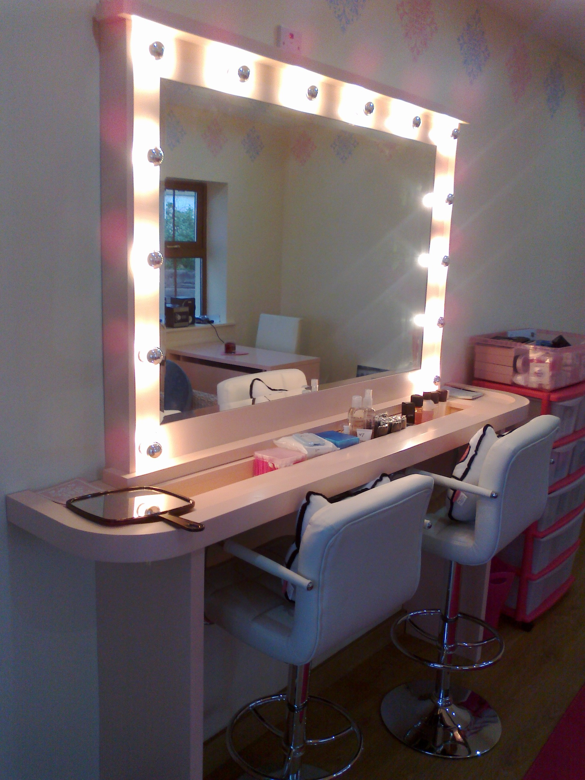 Make Up Studio Chairs Makeup Studio Ideas Makeup Vidalondon