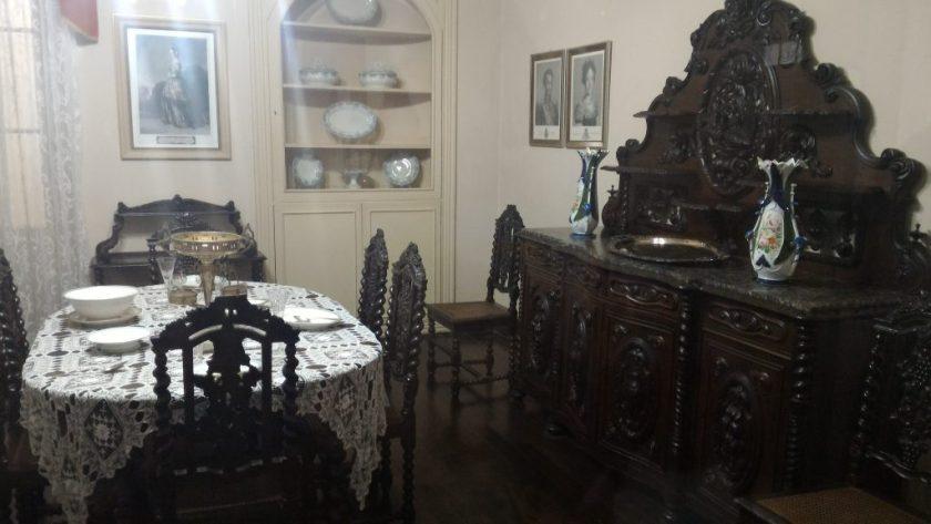 Sala da antiga sede da administração, com objetos conservados
