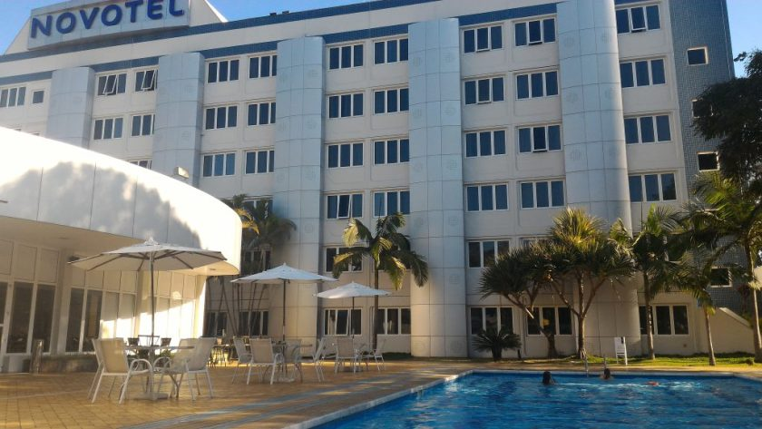 Vista da piscina do hotel
