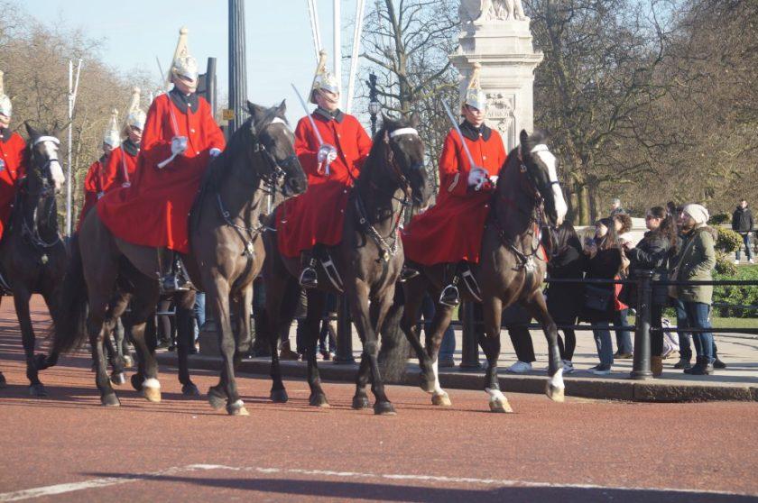 Guarda montada a caminho de Horse Guards