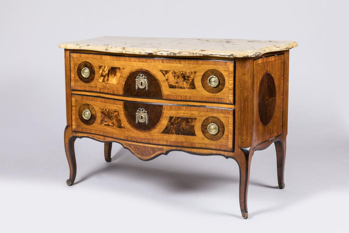 Repose Pied Bureau En Gros Fine Furniture Of A Parisian Appartment Rouillac