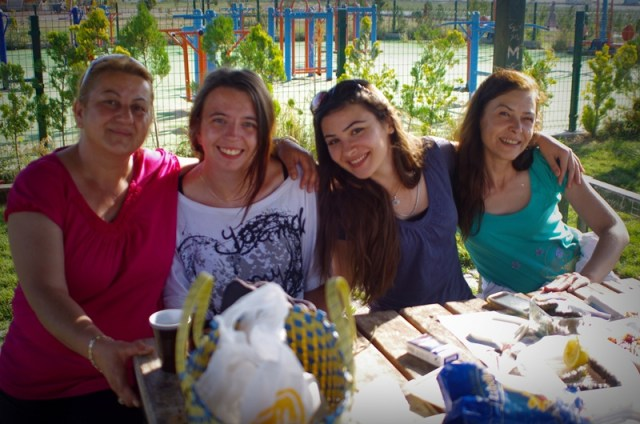 Amazing Turkish Family, they were picnicking at the lake Beysehirand just shared with us their lunch:D