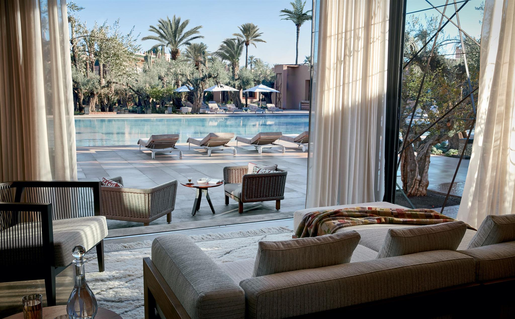 Table Bar Jardin Swimming Pool In Marrakech For Luxury Lovers Le Jardin Royal Mansour