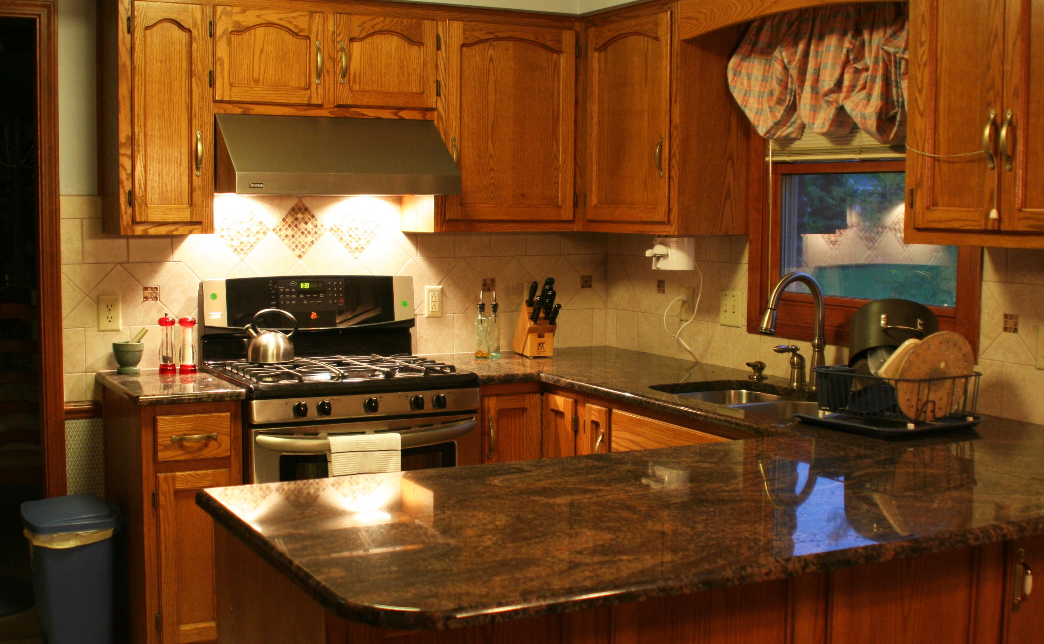 Pictures Of Dark Kitchen Cabinets With Light Countertops Be Brave To Apply Espresso Kitchen Cabinets With Granite