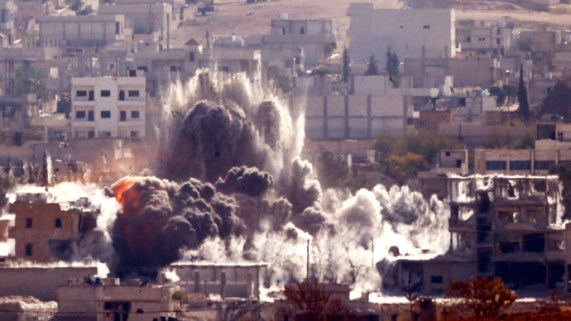 An explosion following an air-strike is seen in the Syrian town of Kobani from near the Mursitpinar border crossing on the Turkish-Syrian border in the southeastern town of Suruc, in Sanliurfa province, October 29, 2014.(Reuters / Yannis Behrakis)