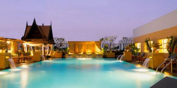 Россиян призвали не покидать отели в Бангкоке