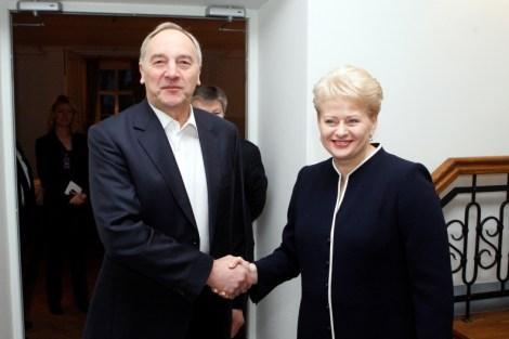 Президент Литовы Даля Грибаускайте и Президент Латвии Андрис Берзиньш