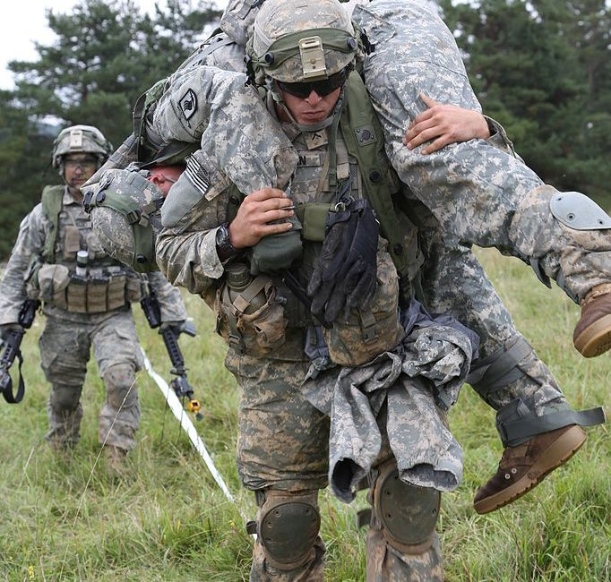 a_u-s-_soldier_with_the_173rd_airborne_brigade_combat_team_carries_a_simulated_wounded_soldier_sept_140902-a-lo967-004