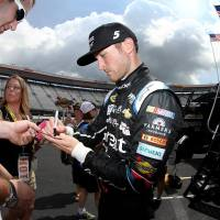 NSCS: Kahne Narrowly Advances Following Tough Race in Dover