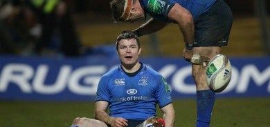 brian-odriscoll-scores-a-try-and-is-congratulated-by-jamie-heaslip-2-390x285