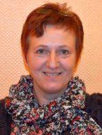 Ilona Betker, Heilpädagogin in Ausbildung, betreut junge Künstler im Rahmen der heilpädagogischen Kunsttherapie auf einer Kinderstation in der Klinik für Kinder- und Jugendpsychiatrie Marl-Sinsen. Foto: LWL/Seifert