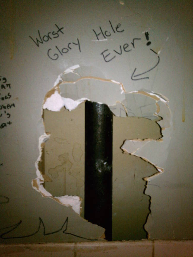 Bathroom Stall Humor Is There To Entertain If You Ever Forget Your Phone - Bathroom Graffiti