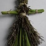 Кукла-мотанка из травы