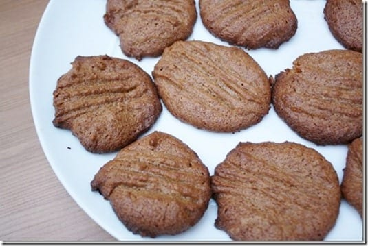 peanut butter cookies thumb Easy Peanut Butter Cookies Recipe