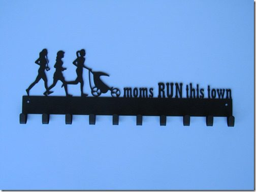 moms run race medal hanger thumb SportHooks Giveaway–Race Medal Hanger